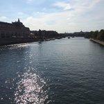 セーヌ川の水面。