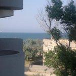 Da tutte camere si vede il mare, anche dall'ultima! :-)