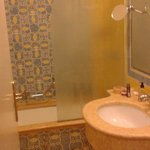 Sink and bath/shower