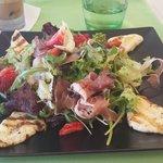 салат из местного ресторана