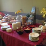 Le Buffet petit déjeuner pour l'hotel les jardins de Lourdes