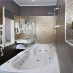 Spa Bath Corner with jacuzzi tub for 2, Lightning & Sound Therapy / Annex