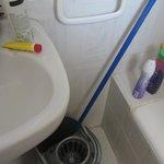 grotty bathroom 301