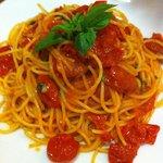 Spaghetti con pomodorini e basilico !!!:)