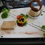 Terrine de foie gras de canard marbré et sa boule de pain d'épices glacé