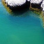 le rocce granitiche delimitano specchi d'acqua cristallina