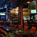 BAR SPORTTV RESTAURANT POOL TABLE FREE WIFI