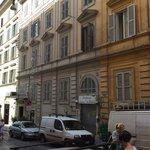 Via Napoli, hôtel soleil du matin