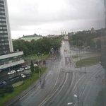 вид из окна комнаты, немного дождливое утро