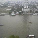 部屋からのチャオプラヤ川の眺望