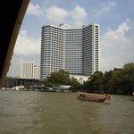 船から見たホテル