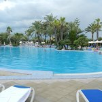 une piscine de l'hotel