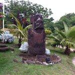 Moai del hotel.