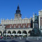 El Mercado de Paños y detrás la Torre del Ayuntamiento