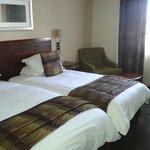 2 camas de solteiro grandes