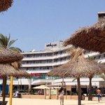 hotellet sett fra stranden rett nedenfor