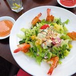 Quinceañera Salad with shrimps - too much lettuce and not everything else