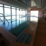 ini adalah kolam renang tertutup dan disampingnya ada jacuzzi yg bebas digunakan oleh semua yg m