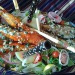 Блюдо с креветками и акулой