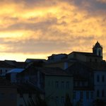 le camere si affacciamo su un panorama della città vecchia che s'infuoca al tramonto.foto c poli