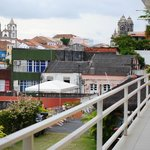 camere su ballatoio che si affacciamo su un panorama della città vecchia. foto cecilia polidori