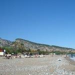 Вид на горы с пляжа