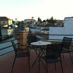 Dachterrasse mit Blick auf den Alhambra-Hügel