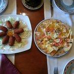croquetas y nachos con queso