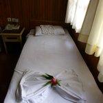 Nette Überraschung: Hübsch gefaltete Decken mit Blumen von der Zimmerfee am 2. Tag