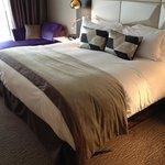 Номер и кровать