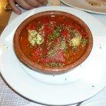 Peperoni dolci ripieni di baccalà con salsa di pomodoro
