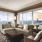 Signature Golden Gate Suite Living Room