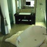 The Jade suite bathroom