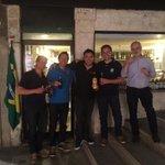 Raphy au centre supportant le Brésil