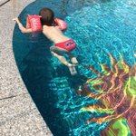 un bagno in piscina