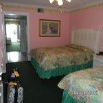 2 queen balcony suite