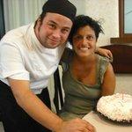 Cuoco e torta di compleanno
