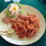 Piatto servito al ristorante del resort: il famoso Pad Thai