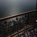 Balcone a strapiombo sul mare