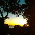 Pôr do sol no Mar de La Plata visto da janela do quarto