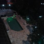 Vista do apartamento para piscina do hotel