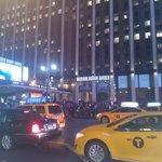 em frente ao Madison Square Garden
