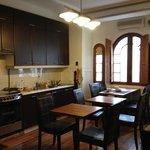 Cozinha para uso dos hóspedes e onde é servido o café da manhã