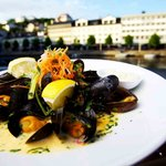 Mussels in garlic, ginger and chili