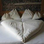 Liebevoll gemachtes Bett