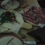 Tagliere di affettati e di formaggi