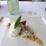 ananas,mousse di yogurt, crumble