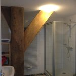 Lovely bathroom with a bit 'old woodwork' left behind