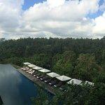 Uitzicht van het restaurant op het zwembad