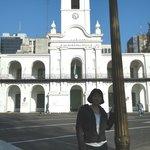 Em frente a Praça de Mayo